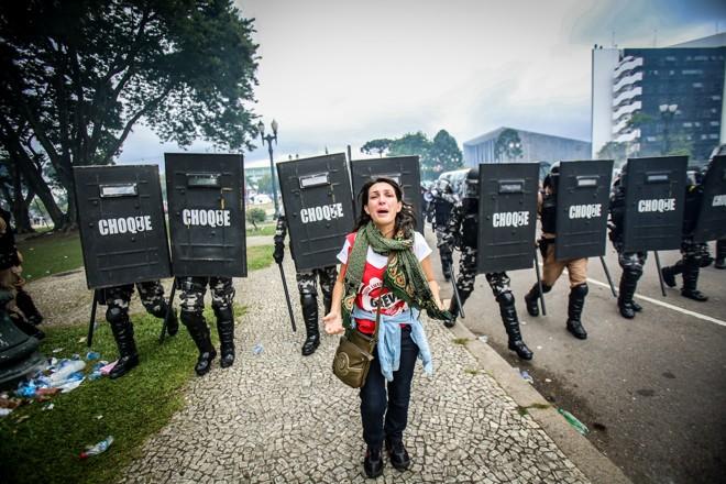 Uma soma de coincidências: a historiadora Ângela Machado desviou do cerco policial e se viu de frente para a tropa de choque, | Daniel Castellano/Gazeta do Povo