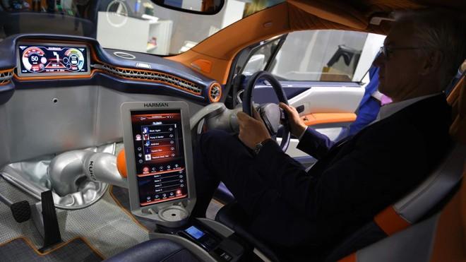 Carro com conexão à internet apresentado na Mobile World Congress em Barcelona.   Lluis Gene/AFP