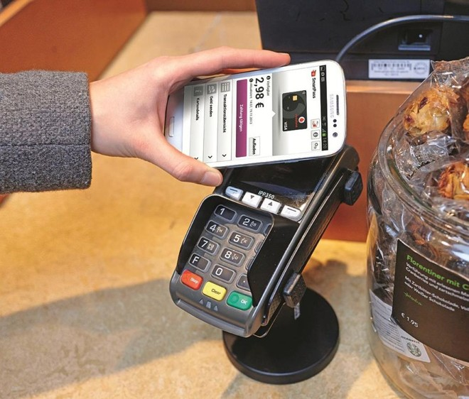 Pagamentos via aplicativos e outros gadgets são parte de uma tendência que irá transformar os serviços bancários   /Visual Hunt