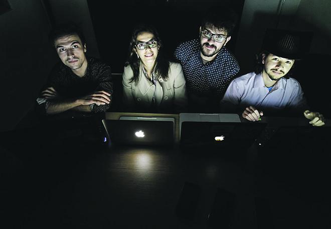 Equipe da Neomode, vencedora do hackathon da L'Oréal. Da  esquerda para direita, Daniel Koleski (designer), Fabíola Paes (especialista em varejo), João Felipe (desenvolvedor mobile), Carlos Balsalobre (desenvolvedor web). | Daniel Castellano/Gazeta do Povo