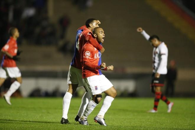 Lúcio Flávio voltou a marcar depois de sete jogos. | Hugo Harada/Gazeta do Povo