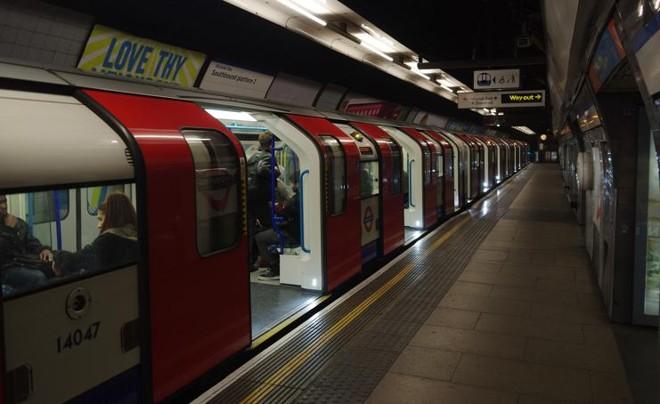 Parada da linha Victoria. A linha, que atravessa Londres de norte a sul, passará a funcionar 24 horas também aos fins de semana a partir de 19 de agosto deste ano. | Matt Buck/Creative Commons