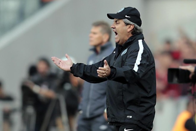Técnico Gilson Kleina, do Coritiba, em ação na Arena da Baixada.  Desfalques fizeram falta contra o Atlético. | Albari Rosa/Gazeta do Povo