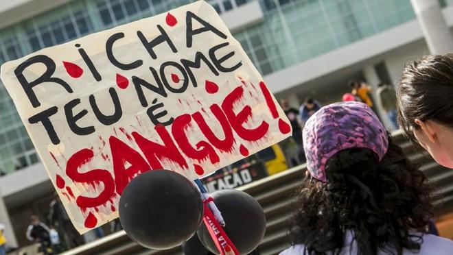 Cerca de 25 mil pessoas voltaram ao Centro Cívico um ano depois da batalha.   Marcelo Andrade/Gazeta do Povo
