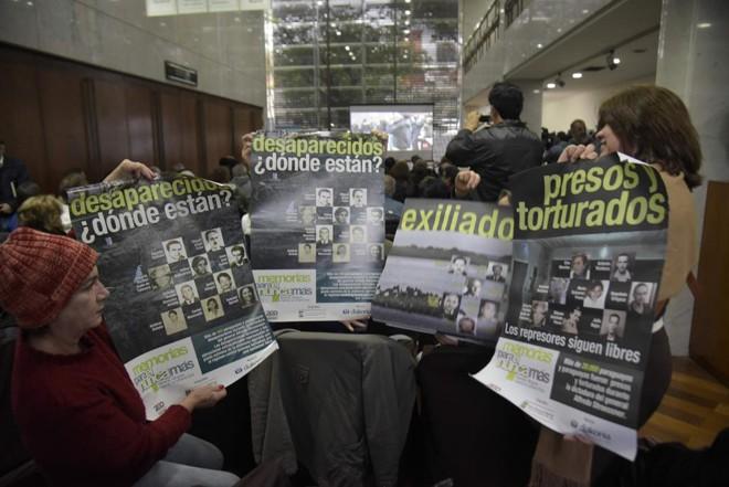 Familiares das vítimas compareceram ao julgamento | Norberto Duarte/AFP