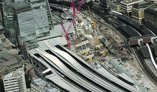 Obras em London Bridge, em 2015, para a instalação de uma nova rede de metrô. A cidade tem um pacote de 20 bilhões de libras em investimentos em transporte para os próximos anos. Congestionamentos são efeito colateral de todas essas melhorias.   Thameslink Programme/Divulgação