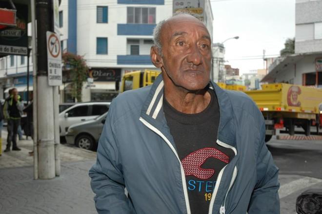 Zé Roberto, em foto tirada no ano passado, prestes a completar 70 anos. | Carlos Valentino/O Serrano