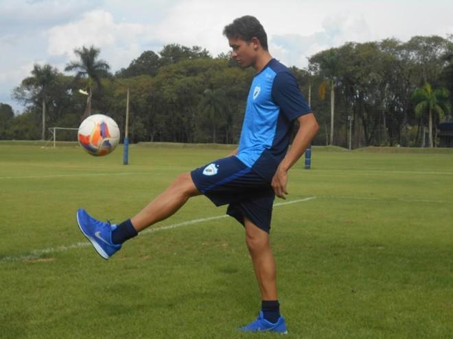 Keirrison agradece o carinho da torcida do LEC desde que chegou ao clube. | Marcus Ayres/Gazeta do Povo