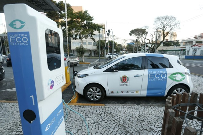 Embora tenha o projeto do Ecoelétrico (foto), o incentivo a energias limpas e renováveis é um dos pontos fracos da cidade no ranking. | Hugo Harada/Gazeta do Povo