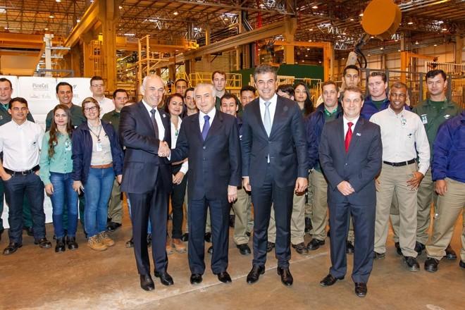Richa e Temer na visita à fábrica da Klabin: com novo presidente, atendimento às demandas do estado melhorou | Beto Barata/PR