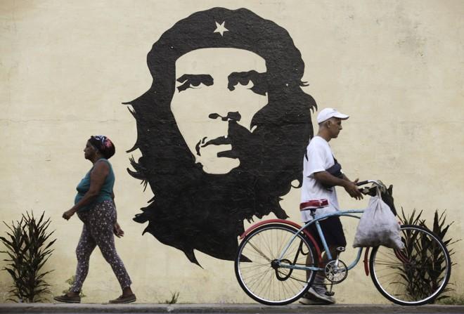 Muro com  a imagem de Che Guevara, nos arredores de Havana, Cuba: breve passagem por Curitiba | EOC/YL/ENRIQUE DE LA OSA