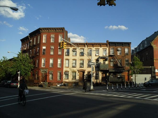 Brooklyn, em 2010.  Pesquisa indica que, em uma década e meia, esse e outros 14 bairros/regiões de Nova York sofreram o fenômeno da gentrificação.   Doug Kerr/Creative Commons