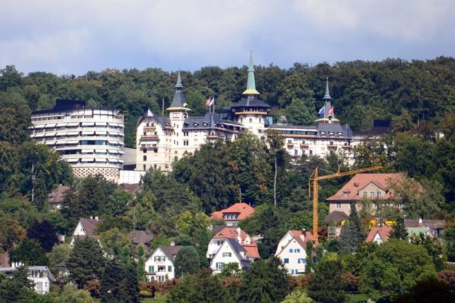 Grand Hotel Dolder , nos Alpes suíços, foi um dos locais onde Cunha e família se hospedaram | Roland Fischer/Wikimedia Commons/