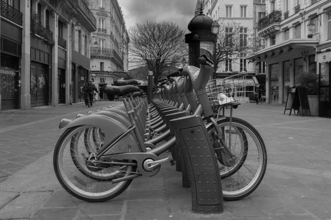 Sistema de compartilhamento Vélib, em Paris. Foto de fevereiro de 2015. | /Christ0pheri/Creative Commons