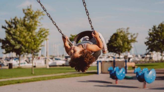 Atividades que exercitem o corpo e a mente dos pequenos são importantes para que eles não percam o ritmo que já têm.