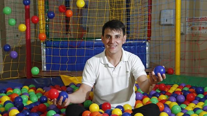 Após ser demitido, Luiz Carlos focou no negócio de festas infantis. | Antônio More/Gazeta do Povo