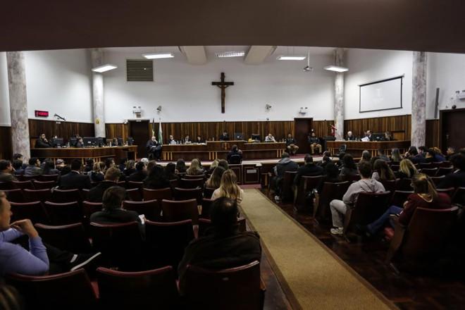 Tribunal do Júri durante o julgamento de Vanderson Benedito Correa, acusado pelo homicídio da advogada Katia Leite. | Jonathan Campos/Gazeta do Povo