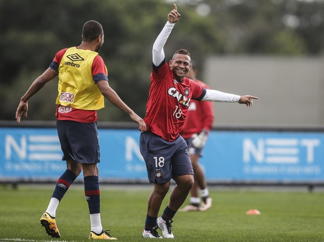 Walter espera voltar a marcar diante do Fluminense, seu ex-clube. | Jonathan Campos/Gazeta do Povo