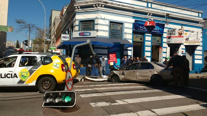 Acidente da Rua Treze de Maio atrapalhou o trânsito a região central de Curitiba. | Flávia Barros /Banda B