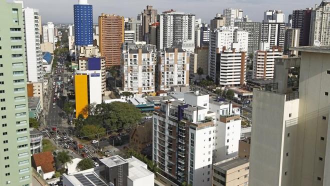 Mercado de imóveis com preço mais alto também foi afetado pela crise econômica e política do país.   Antônio More/Gazeta do Povo