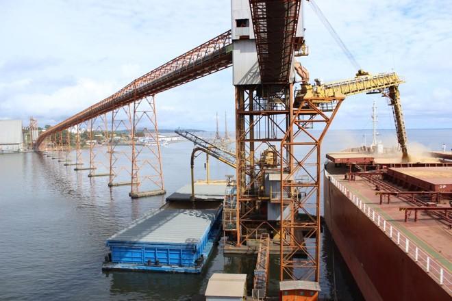 Na operação das duas companhias no Arco Norte é utilizada frota de 90 barcaças, com capacidade de movimentação anual de 3,5 milhões de toneladas de grãos. | Giovani Ferreira/Gazeta do Povo