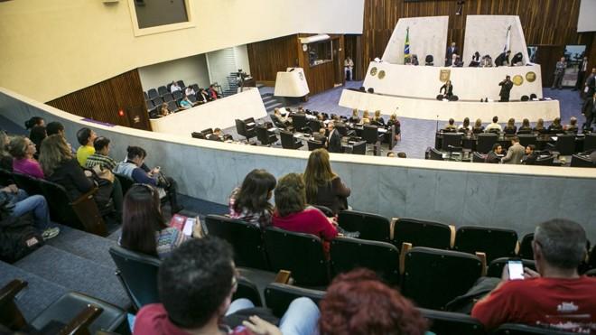 Deputados aliados se reuniram  nesta segunda-feira (4) com o chefe da Casa Civil, Valdir Rossoni, para tentar encontrar uma solução. | Marcelo Andrade/Gazeta do Povo