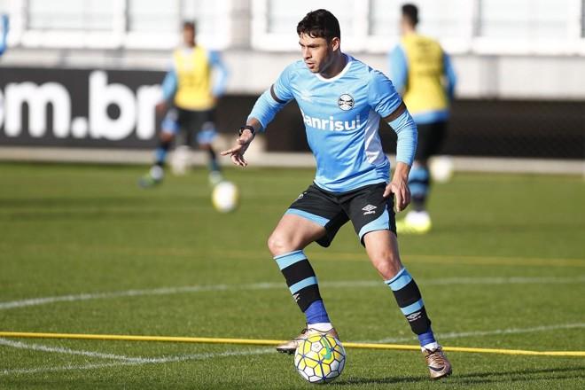 Formado nas categorias de base do Paraná, meia Giuliano vai render mais uns trocos para o Tricolor.   Lucas Uebel/Gremio FBPA