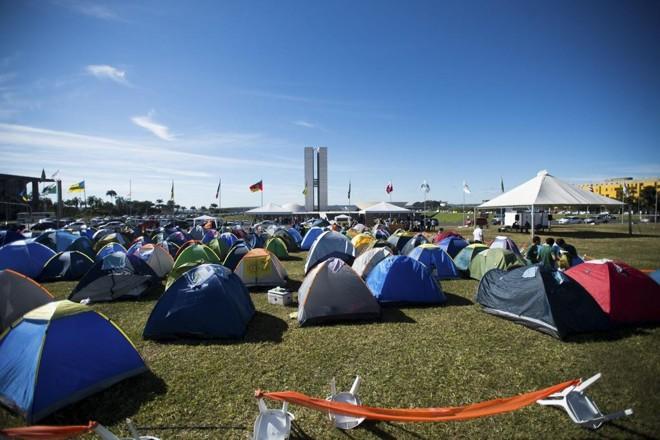 Manifestantes acampados diante do Congresso, em 2015: a favor da redução da maioridade penal. | Marcelo Camargo/Agência Brasil