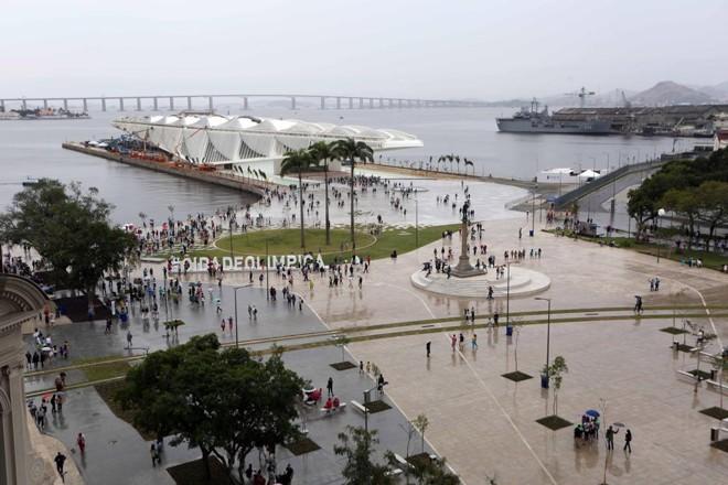 O Porto Maravilha fica numa região colada ao centro do Rio, e tem forte valor histórico: ficam ali o Cais do Valongo (rota da escravidão e local de chegada da família real portuguesa ao Brasil) e o Quilombo da Pedra do Sal (berço do samba), para dar dois exemplos. | Divulgação/Cdurp