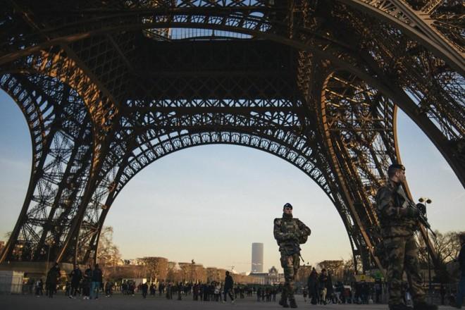 Policiamento em Paris: número de casos de ataques terroristas foge ao controle. | Dmitry Kostyukov/NYT