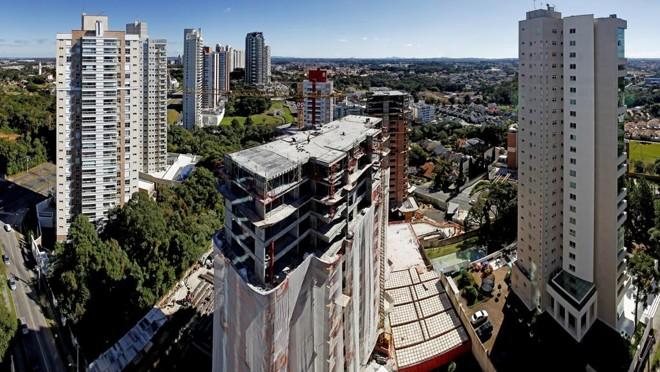 Ao mesmo tempo em que houve queda de lançamentos em Curitiba no primeiro semestre deste ano, imóveis das faixas extremas de preços driblaram a regra geral. | Antônio More/Gazeta do Povo