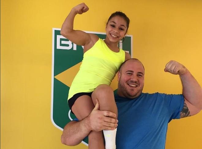 A mais leve e o mais forte: ginasta Flavia Saraiva e o levantador de peso Fernando Reis. | Instagram/