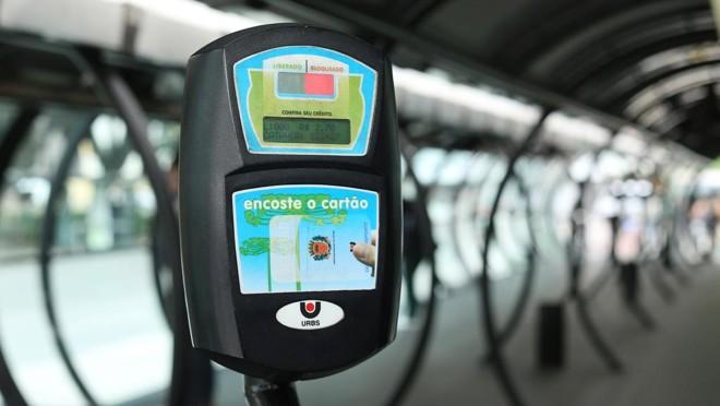 O preço da passagem do transporte coletivo será um dos temais principais na campanha para a prefeitura de Curitiba.   Giuliano Gomes/Gazeta do Povo