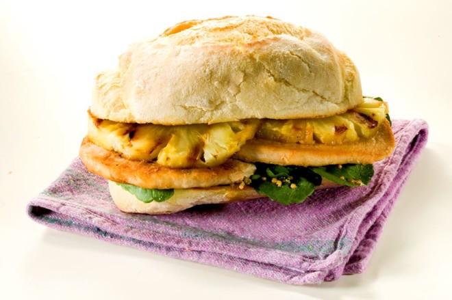 Para inaugurar, uma receita muito apreciada nos bares de Curitiba: o sanduíche com pernil | Frimesa/Divulgação