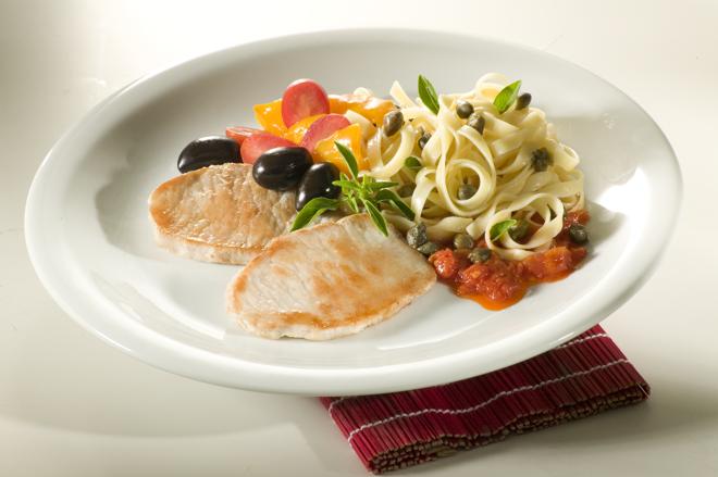 Bife de lombo suíno com  tagliatelli e tomates  é uma ótima opção para confraternizar | Frimesa/Divulgação