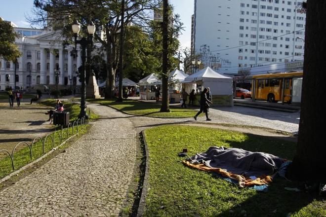 Praça Santos Andrade, no Centro de Curitiba.Na história da humanidade, as praças serviram a múltiplos usos, ma que atenção tem sido dada a elas hoje? | Daniel Castellano/Gazeta do Povo