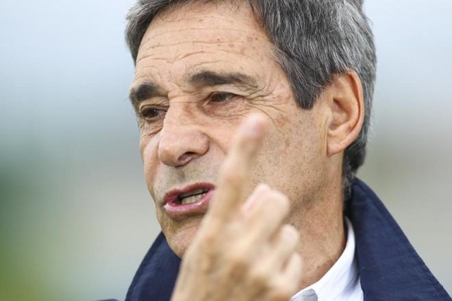 Técnico do Coritiba, Carpegiani  diz que viu falta na dividida de Leandro com o goleiro Wilson. | Daniel Castellano/Gazeta do Povo