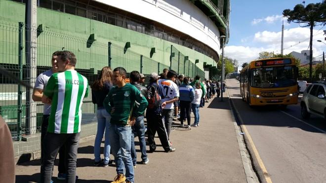 Fila de ingressos para Coritiba x Belgrano. Jogo terá público recorde em 2016 | Divulgação/Coritiba