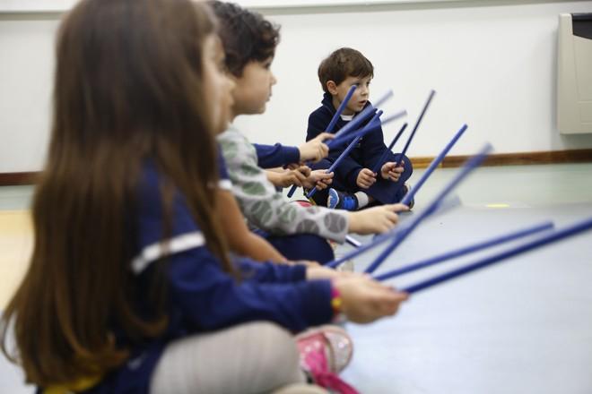 Aula na Escola Internacional de Curitiba: musicalização ajuda a desenvolver diversas habilidades, como a fala e a escrita | Henry Milleo/Gazeta do Povo