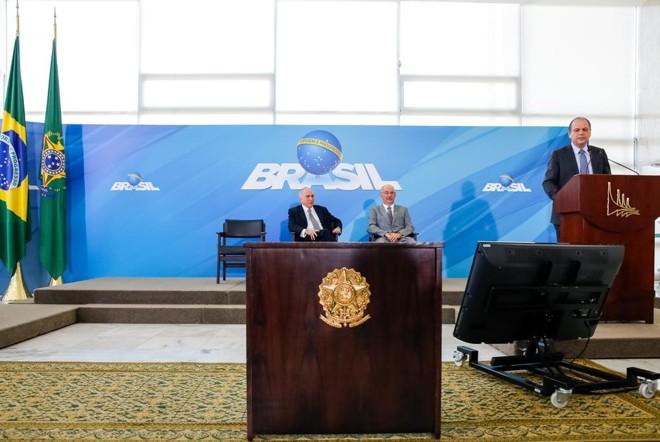 Barros discursa, com Temer ao fundo | Carolina Antunes/Presidência da República