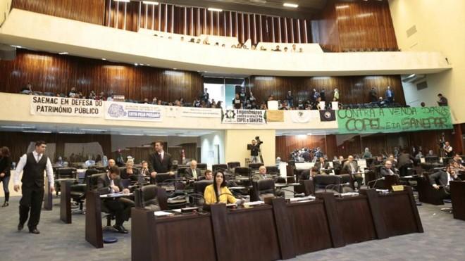 Assembleia Legislativa tem protestos contra o pacotaço do governo do Paraná. | Albari Rosa/Gazeta do Povo