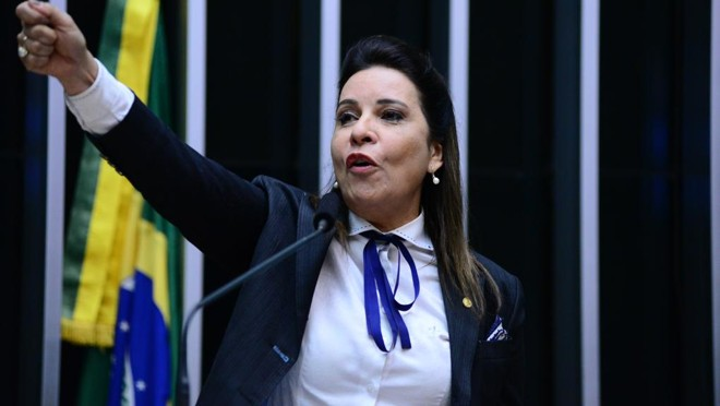 Caso de Ruy Muniz (PSB) ficou famoso após ele ser preso um dia depois de sua esposa, Raquel Muniz (PSD), elogiá-lo na votação do impeachment | Nilson Bastian/Câmara dos Deputados/Arquivo
