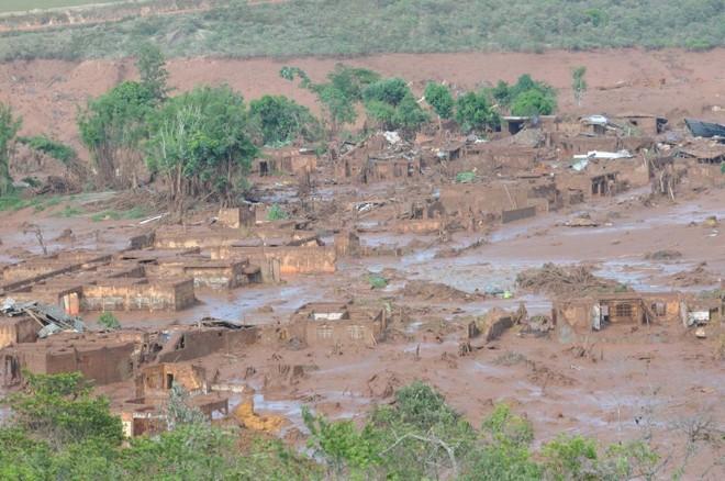 Comunidade de Bento Rodrigues, desolada  em 2015 pela lama com rejeitos da mineradora Samarco.   Gladyston Rodrigues/EM