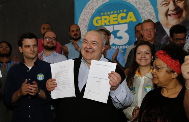 Greca em campanha no Guairacá Cultural, em Curitiba, neste sábado (24) . | Pedro Serapio/Gazeta do Povo