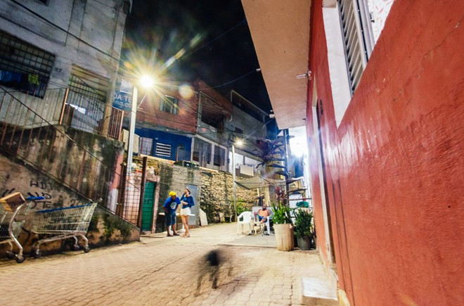 Iluminação com LED instalada em janeiro de 2016 no Jardim Monte Azul, bairro no extremo sul da cidade de São Paulo. | Leon Rodrigues/Secom São Paulo/Fotos Públicas