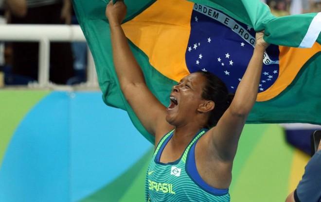 Shirlene Coelho comemora o bicampeonato paralímpico | Foto: CPB/