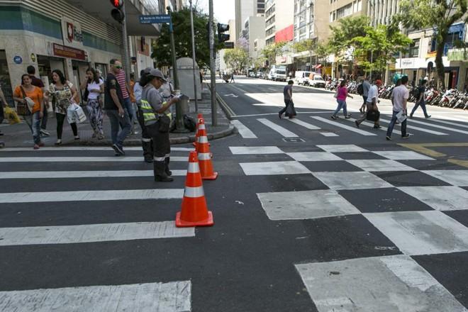Não será possível andar de carro na Rua Barão do Rio Branco nesta quinta (22) | Marcelo Andrade/Gazeta do Povo