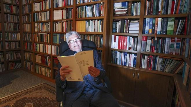 Miguel Kfouri: chegou a trazer 33 quilos de livros da França de uma vez só | Daniel Castellano/Gazeta do Povo