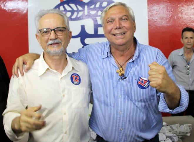Ao lado do vice Camilo Rorato (PSDB), Paulo Mac Donald Ghisi (PDT) comemora a vitória nas urnas e agora aguarda decisão do TSE | Vacy Alvaro/