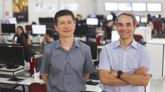Juliano (à dir,) e Ruy são sócios da Central Server, uma empresa de TI de Curitiba que está entre as que mais crescem do Brasil | Daniel Castellano/Gazeta do Povo